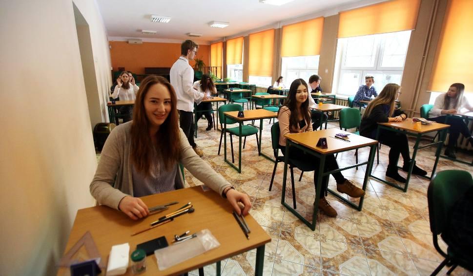 Film do artykułu: Egzamin zawodowy ARKUSZE 2019 pytania i odpowiedzi na egzaminie potwierdzającym kwalifikacje zawodowe 10.01.2019