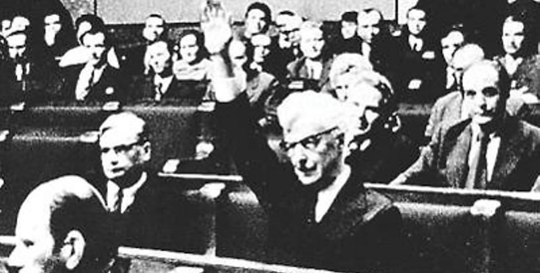 Od głosu wstrzymał się tylko Stanisław Stomma