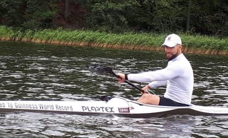 252,5 - dokładnie tyle kilometrów Sebastian Szubski musi pokonać w czasie 24 godzin, by pobić rekord, należący w tej konkurencji do Amerykanina Cartera