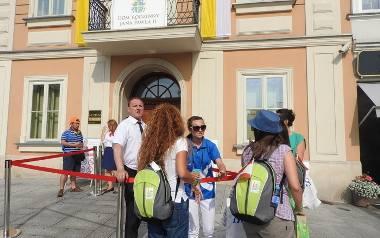 Przy wejściu do muzeum zaostrzono środki bezpieczeństwa