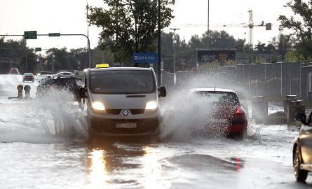 Ulewa i burza nad Łodzią. Mocno popadało w całym mieście