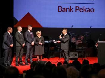 """90 urodziny banku Pekao w krakowskim Teatrze Słowackiego. Dwa lata po repolonizacji, czyli """"powrocie Żubra do domu"""" [ZDJĘCIA]"""