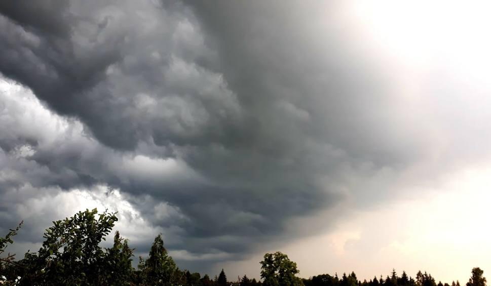 Film do artykułu: Burze na Pomorzu 19.06.2020. Grzmiało i intensywnie padało! Ostrzeżenie pogodowe IMGW 2 stopnia. Prognoza pogody i mapa online
