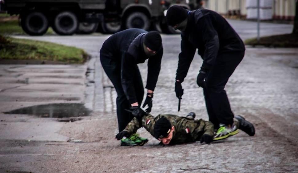 Film do artykułu: Generał odwiedził byłych podwładnych. A potem zaatakowali terroryści [ZDJĘCIA]
