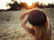 Ochrona skóry przed słońcem to nie tylko kremy z filtrem. Warto również zadbać o ochronę od wewnątrz. Przedstawiamy TOP 6 produktów, które skutecznie