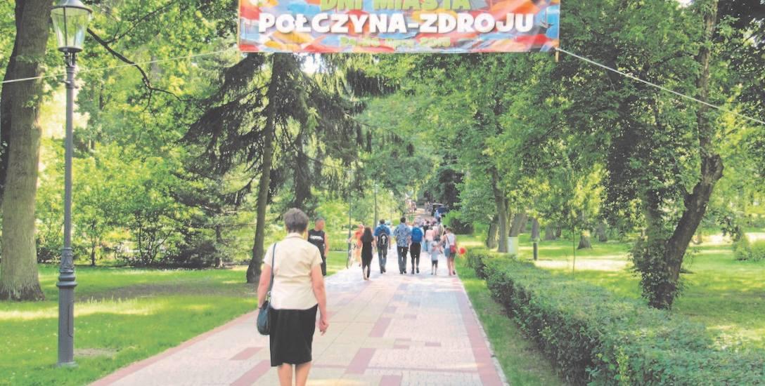 Park zdrojowy położony jest w samym sercu uzdrowiskowego Połczyna-Zdroju. To miejsce idealne do spacerów i wypoczynku