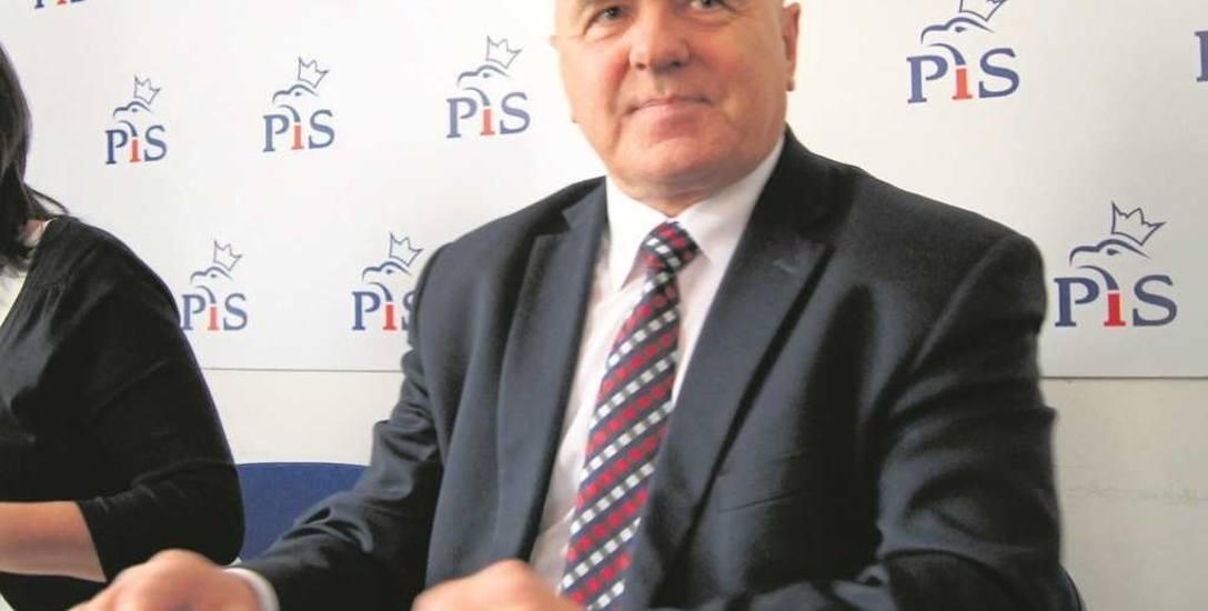 Eurodeputowany Edward Czesak nie zamierza osądzać swojego byłego asystenta. Jednak bez względu na rozstrzygnięcia sądu, współpracę z Marcinem P. uważa
