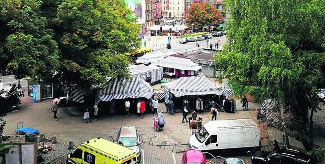 Plac Synagogi to teren między ulicami Mickiewicza, Stawową i Skargi, w samym centrum Katowic. Dziś jest tu taki targ