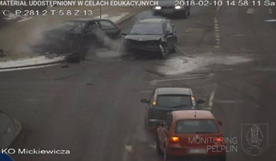 Film do artykułu: Wypadek w Pelplinie [10.02.2018]. Na ul. Mickiewicza czołowo zderzyły się dwa samochody. Dwie osoby zostały ranne [wideo]
