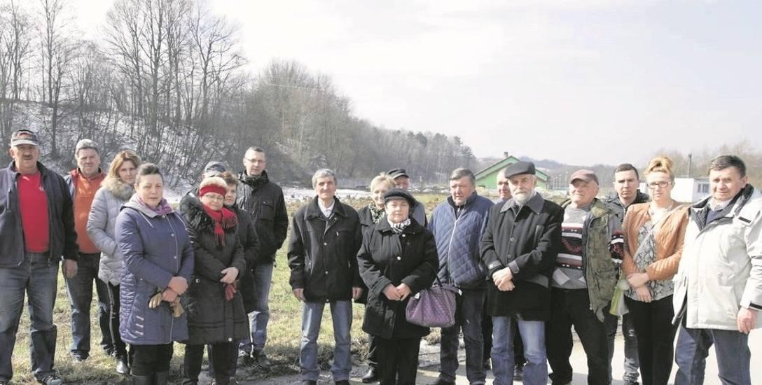Mieszkańcy Łąkty Górnej mają już dosyć uciążliwości związanych z działającą oczyszczalnią ścieków. Dlatego stanowczo sprzeciwiają się budowie betoniarni