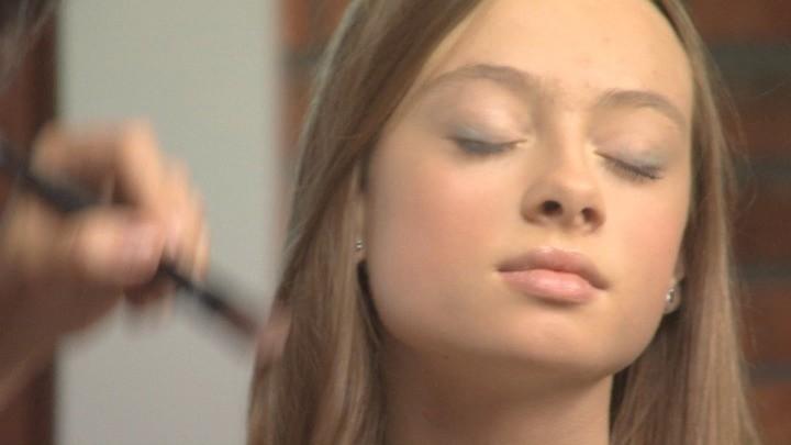 Wizażystka Prezentuje Idealny Makijaż Dla Nastolatki Ntopl