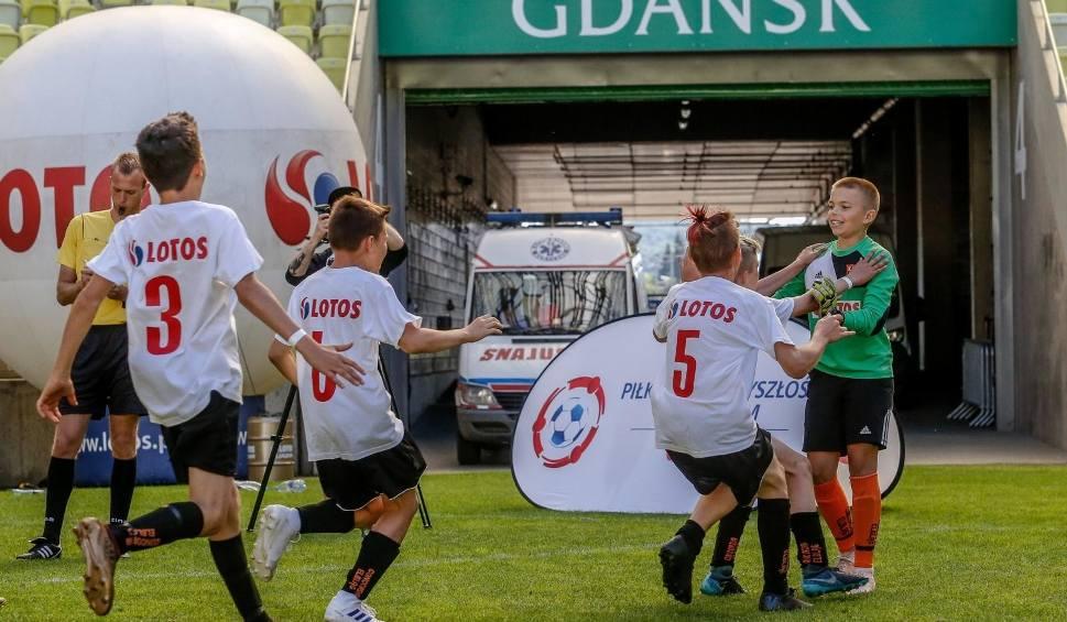 Film do artykułu: Lotos Junior Cup 2019. Dzieci trzeba zachęcać do fizycznej aktywności. Jednym ze sposobów jest możliwość rywalizacji w atrakcyjnej formie