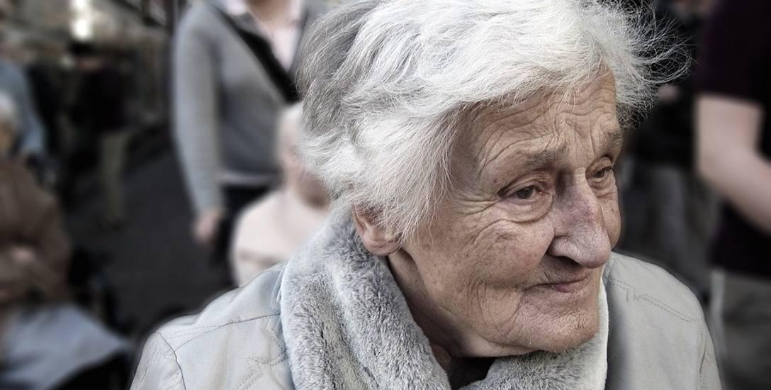 """2220 zł i 1318 zł """"na rękę"""" odpowiednio dla mężczyzn i kobiet wy-noszą na Pomorzu emerytury wyliczone po 1 października 2017r."""