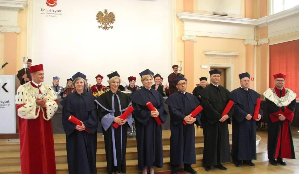 Film do artykułu: Święto patrona kieleckiego uniwersytetu z promocjami doktorskimi (ZDJĘCIA)