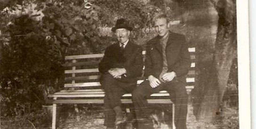 Daniel Aleksandrowicz, autor wspomnień (z prawej) z dziadkiem Stanisławem Cichalem. Skierniewice, lata 70.