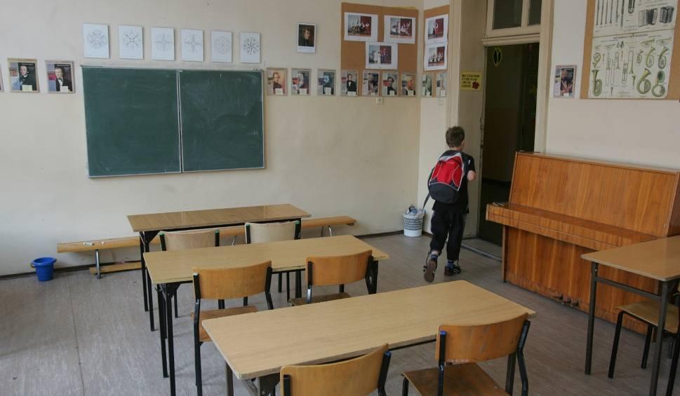 Film do artykułu: Strajk nauczycieli. Nauczyciele przyjdą jutro do szkół, ale nie będą uczyć