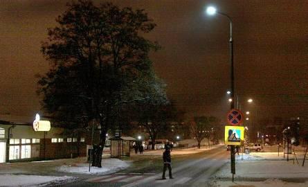 Lampy LED pojawiły się także nad zebrą przy Zbrowskiego przy Biedronce