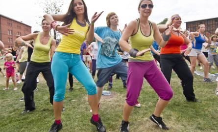 W sobotę na Lato z Zumba Fitness. Przyjdźcie na Wyspę Młyńską wygodnie ubrani, w sportowym obuwiu i z pozytywnym nastrojem. Wstęp wolny!