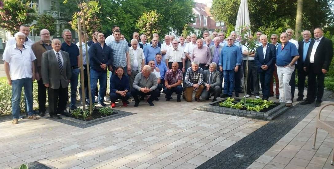 Uczestnicy spotkania - byli zawodnicy i trenerzy Noteci Mątwy