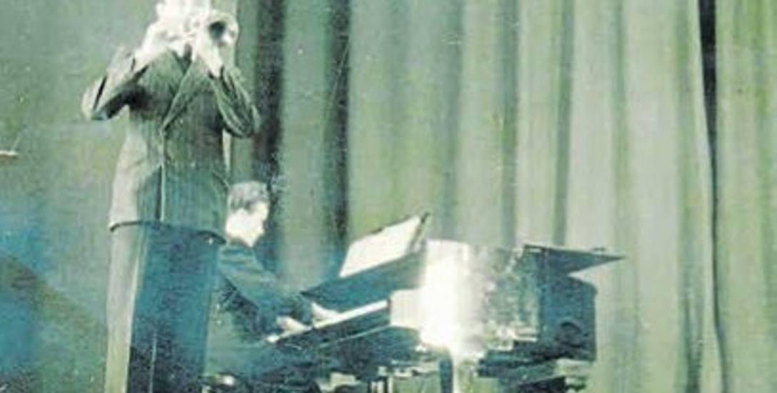 Rzeszów, 1958 r. Na trąbce gra Antoni Walawender, absolwent rzeszowskiej szkoły muzycznej, na fortepianie - Edward Kochański