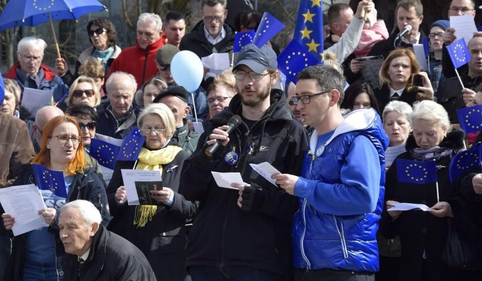 """Film do artykułu: """"Warcholstwo i cwaniactwo"""" - mocne słowa na manifestacji KOD w Kielcach"""