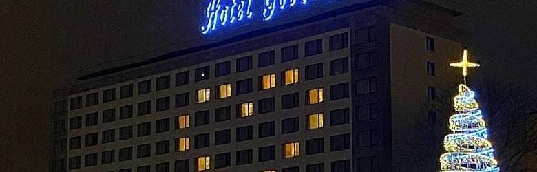 Białystok. Hotel Gołębiewski rozświetlony olbrzymim sercem: Dziękujemy za wsparcie (zdjęcia)