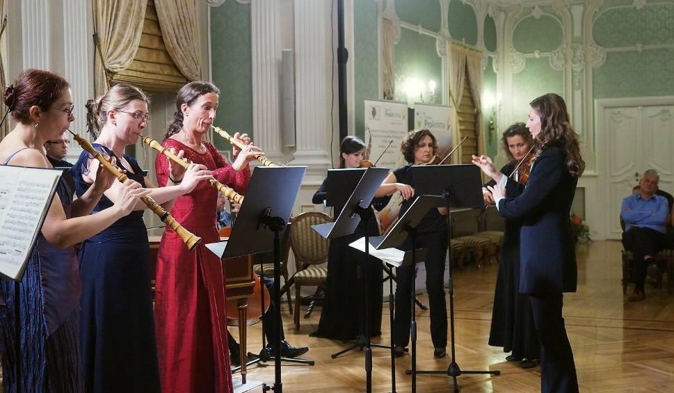 Film do artykułu: Pałac Branickich. Aula Magna.  Luise Baumgartl, Katarzyna Pilipiuk, Małgorzata Józefowska i Zespół Muzyki Dawnej Diletto (zdjęcia, wideo)