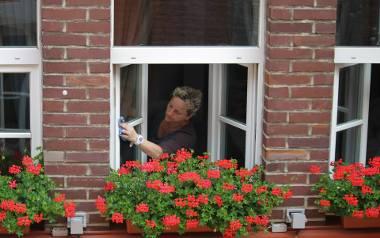 Jak nie przytyć w czasie kwarantanny? Dietetyk: Mycie okien albo odkurzanie to też dobry pomysł na fitness
