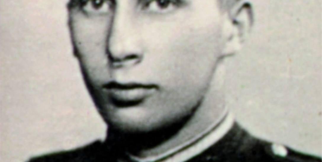 Wiesław Budzik dopiero po siedemdziesięciu trzech latach mógł spocząć w rodzinnej mogile, która znajduje się na cmentarzu w Łękawicy