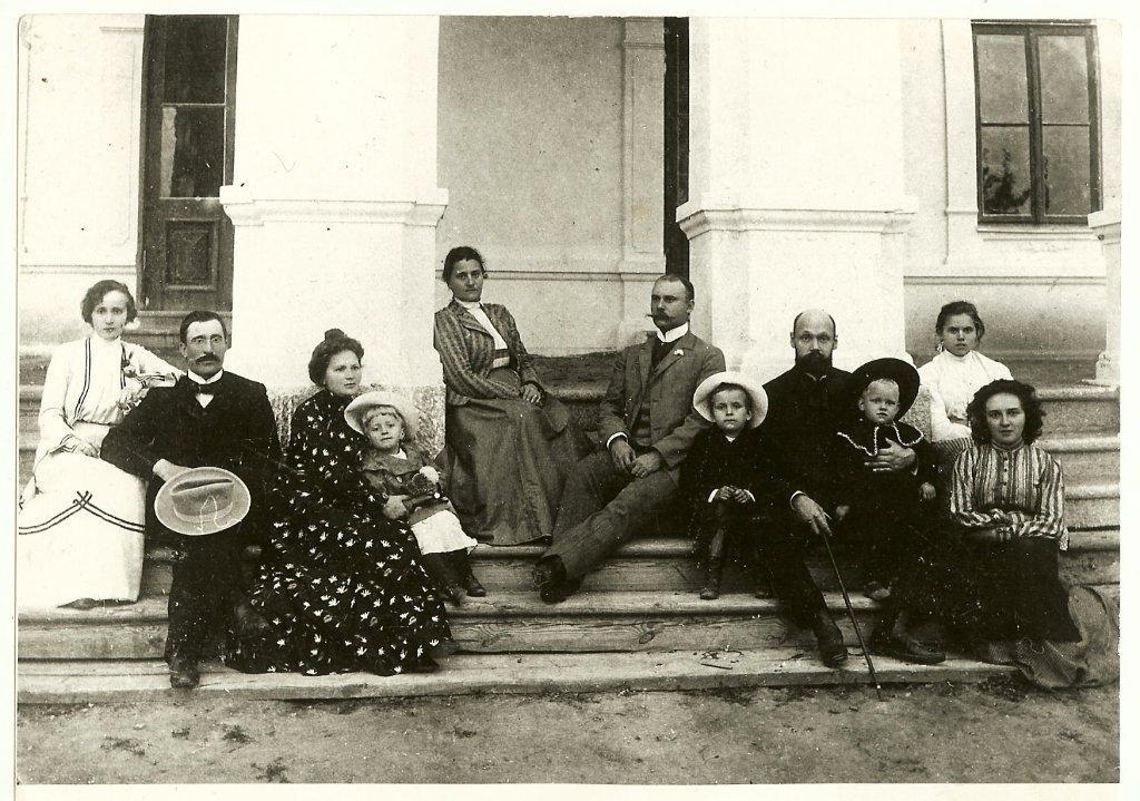 Dwór w Skarbcu. Zdjęcie z 1904 roku. Majątek został dosłownie zrównany z ziemią przez Rosjan
