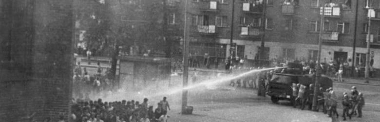 Siły porządkowe używały armatki wodnej i gazu łzawiącego. Zdjęcie z archiwum Zbigniew Bodnara