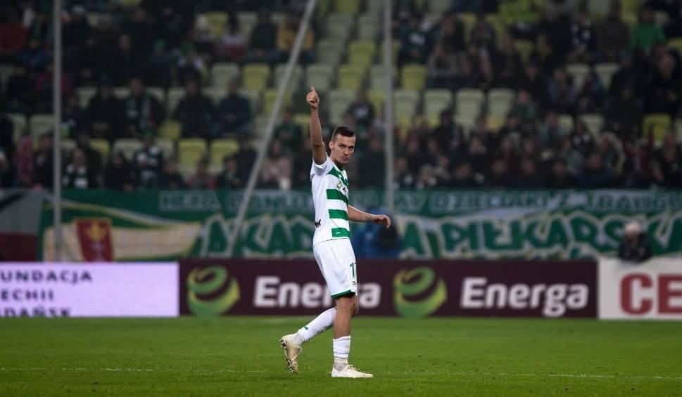 Film do artykułu: Lukas Haraslin, piłkarz Lechii Gdańsk: To była próba strzału. Flavio Paixao jest jednak rasowym napastnikiem, a piłka go szuka