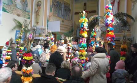 Konkurs palm w kościele w Zbydniowie.