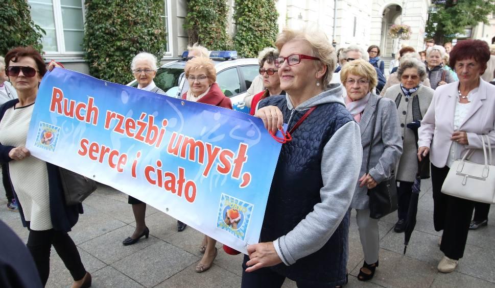 Film do artykułu: Seniorada 2019 w Kielcach. Marsz przeszedł ulicami miasta [WIDEO, ZDJĘCIA]