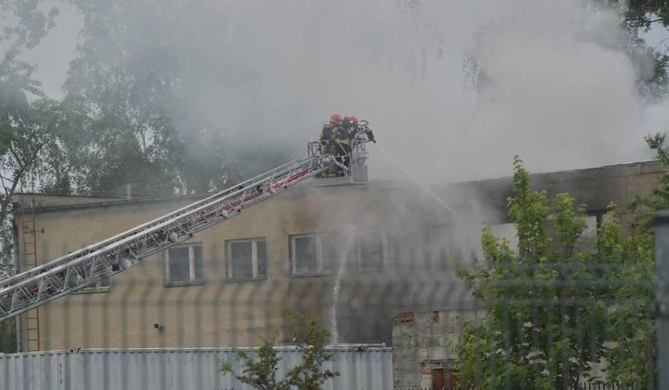 Film do artykułu: Pożar w zakładzie biopaliw w Malborku 28.05.2019. Płonie magazyn z chemikaliami przy ul. Dalekiej [ZDJĘCIA, WIDEO]