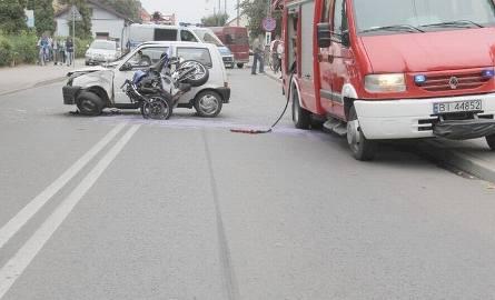 Motocykl uderzył w fiata.19-latek trafił do szpitala. [FOTO]