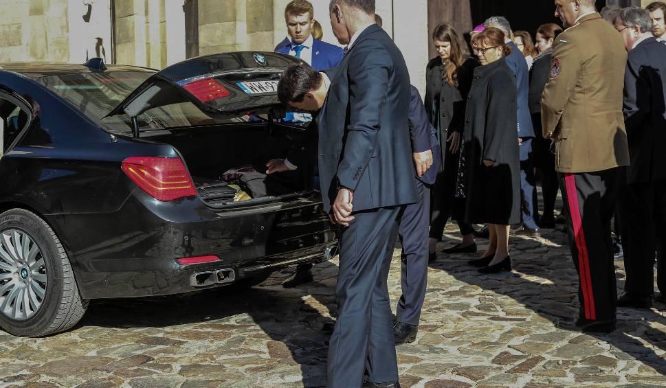 Film do artykułu: Prezydent Węgier Janos Ader z małżonką i 30-osobową delegacją na Świętym Krzyżu. W sanktuarium modlono się przy relikwiach