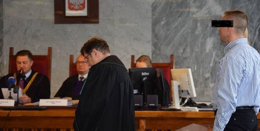 Suwalski sąd skazał mężczyznę, który z nożem rzucił się na córkę