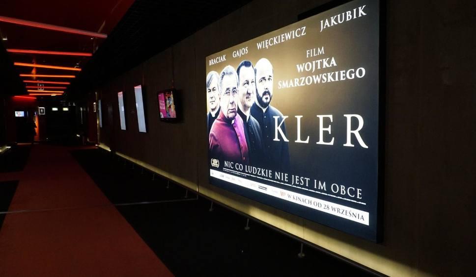 """Film do artykułu: """"Kler"""" nie dla Strzyżowa. Burmistrz Mariusz Kawa: film budzi spore kontrowersje i części mieszkańców się to nie podoba"""