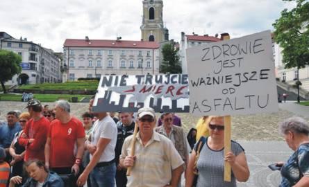 Maj 2019. Protest przeciwników asfalciarni, zorganizowany przed Urzędem Miejskim w Przemyślu.