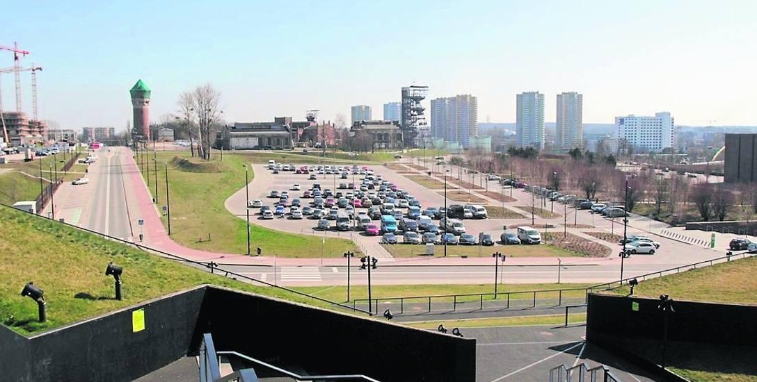 Dokładnie w tym miejscu powstać ma parking wielopoziomowy. Ma pomieścić nawet 1500 aut