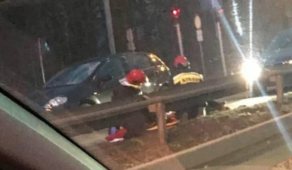 Film do artykułu: Poważny wypadek w Katowicach: Samochód potrącił pieszego na pasach. DK86 była zablokowana ZDJĘCIA