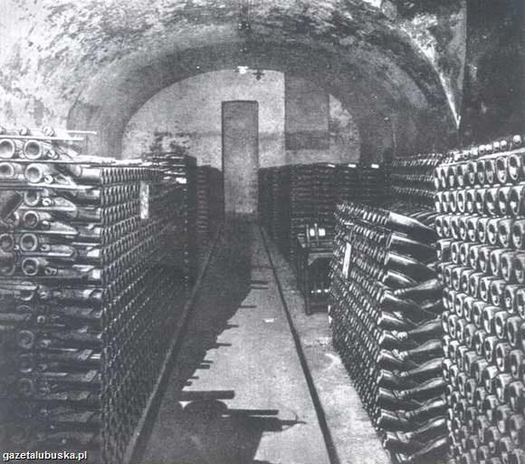 """W tych piwnicach Augusta Gremplera wytwarzano zielonogórski """"szampan"""", który """"robił"""" za przednie wino francuskie."""