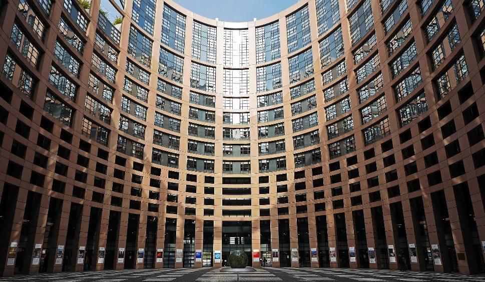Film do artykułu: Debata o Polsce w Parlamencie Europejskim [WIDEO] Beata Szydło vs Radosław Sikorski. Wiceszefowa KE: Sytuacja jest poważna