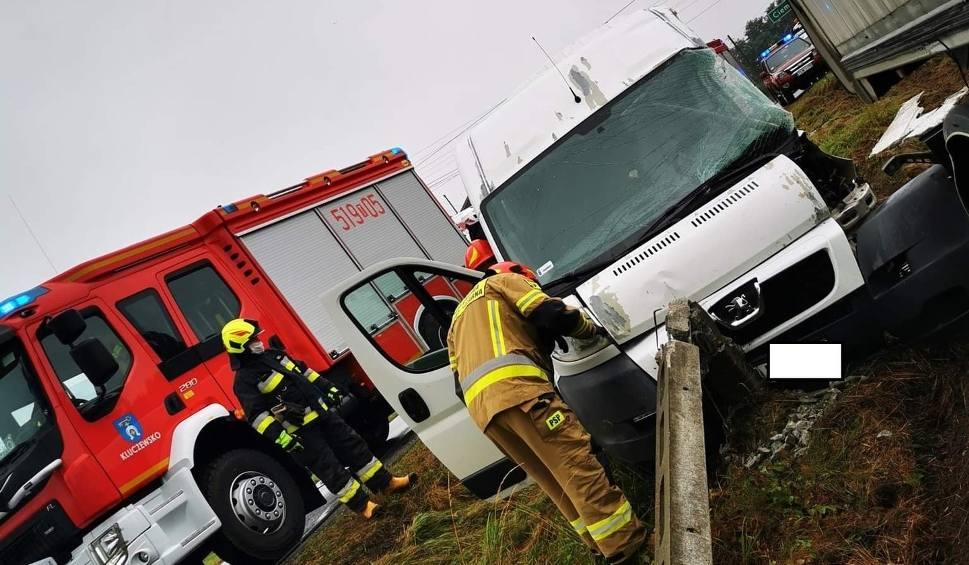 Film do artykułu: Wypadek w Pilczycy. Ciężarówka zderzyła się z busem [ZDJĘCIA]