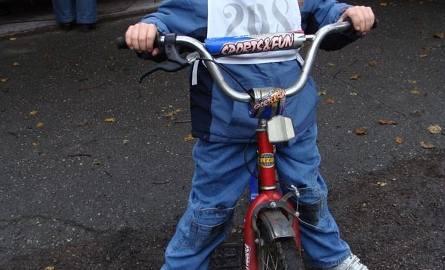Krystian Muszelski ma 8 lat. Od 3 jeździ na rowerze. Był najmłodszym uczestnikiem jesiennego rajdu rowerowego.