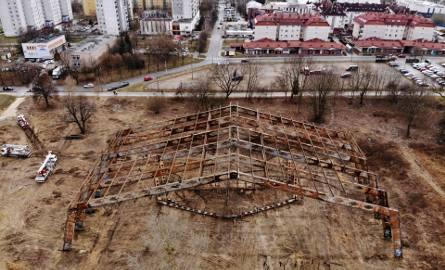 """Historia """"szkieletora"""" przy ul. Jutrzenki. Zamiast hali sportowej staną trzy bloki"""