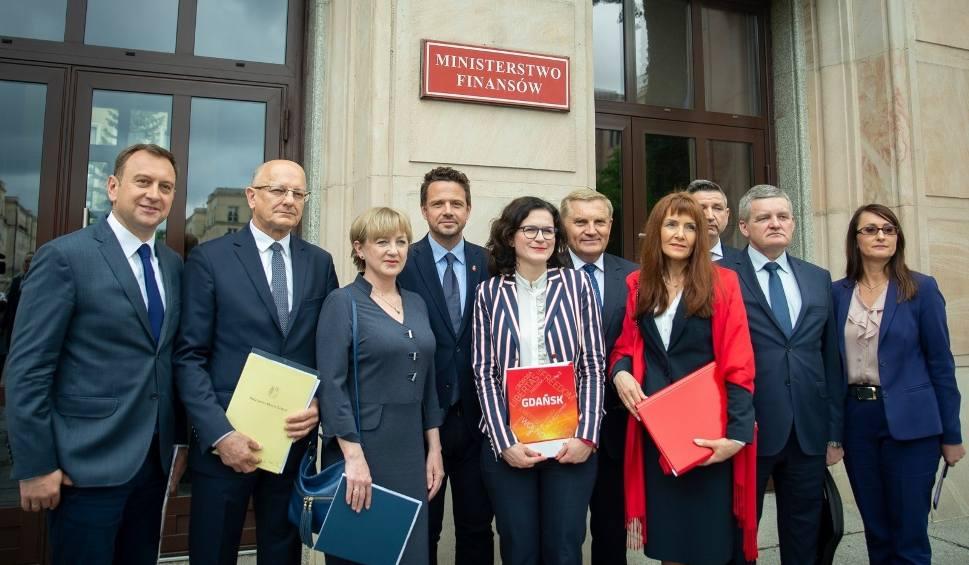 Film do artykułu: Bydgoszcz wzywa rząd do zapłaty za reformę oświaty
