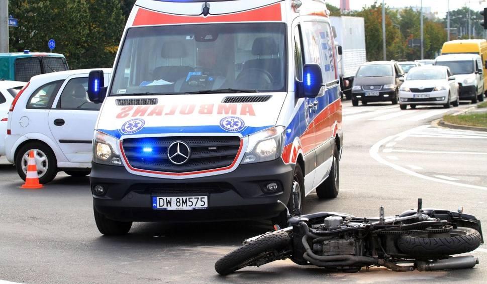 Film do artykułu: Znów wypadek na DK 10 pod Bydgoszczą. Motocyklista trafił do szpitala