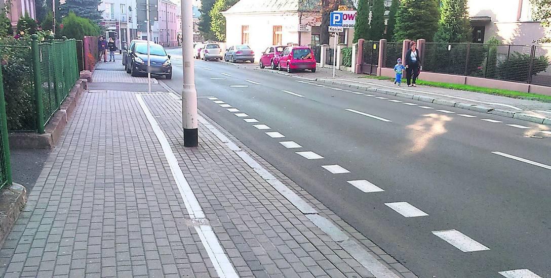 Wzdłuż ul. Unii Lubelskiej płatne miejsca wyznaczono między ulicami Langiewicza i Kraszewskiego. Od rana kierowcy omijają je jednak szerokim łukiem i